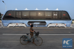 Nad čínskymi cestami skutočne jazdí zvýšený autobus 03