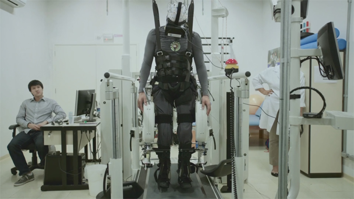 paraplegics-learn-to-feel-their-legs-again-using-virtual-reality-02