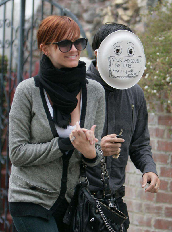 funny-celebrity-reactions-to-paparazzi-09