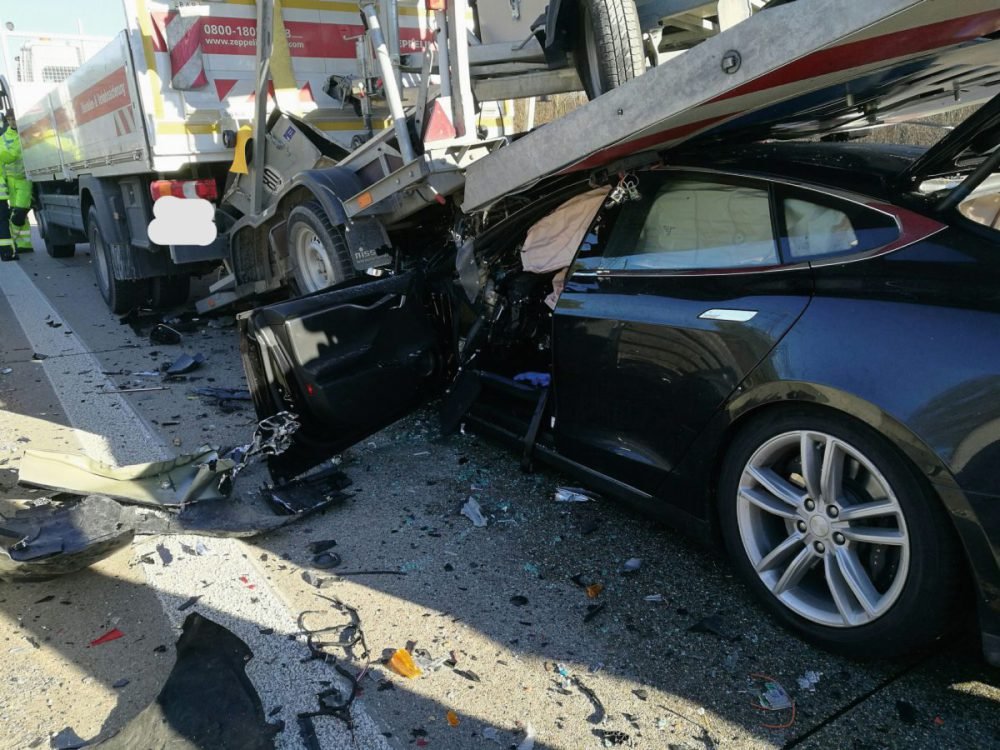 tesla-model-s-nl-crash-nehoda-02